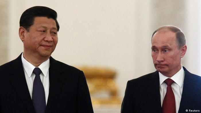 Chinese President Xi Jinping (L) looks at his Russian counterpart Vladimir Putin during their meeting at the Kremlin in Moscow March 22, 2013. REUTERS/Sergei Karpukhin (RUSSIA - Tags: POLITICS)