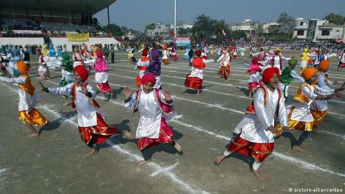 Indischer Tanz Bhangra (picture-alliance/dpa)