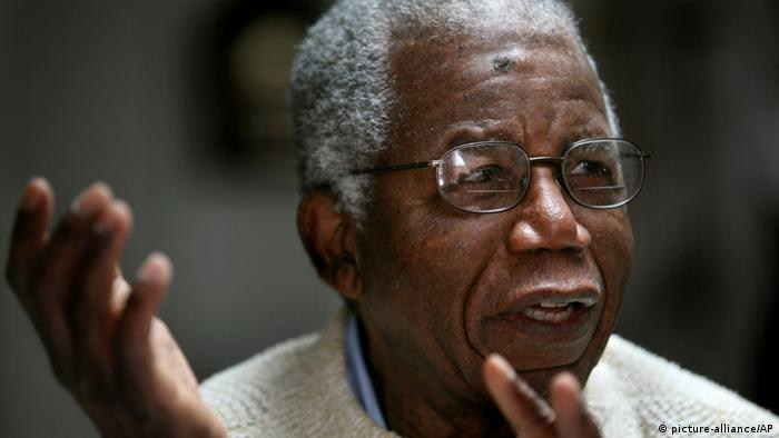 Porträtbild Chinua Achebe (AP Photo/Craig Ruttle)