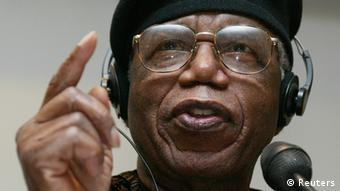 Chinua Achebe 2002 in Frankfurt (Foto: Reuters)