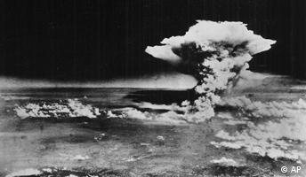 Atompilz über Hiroshima, eine Stunde nach Detonation der Atombombe
