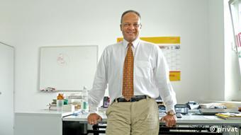 Der Brasilianer Neves in sinem Büro bei der Telekom. (Foto: Sergio Neves)