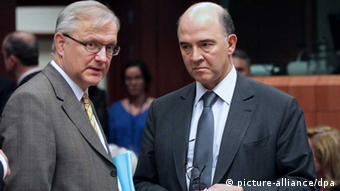Olli Rehn and Pierre Moscovici (photo: EPA/OLIVIER HOSLET)