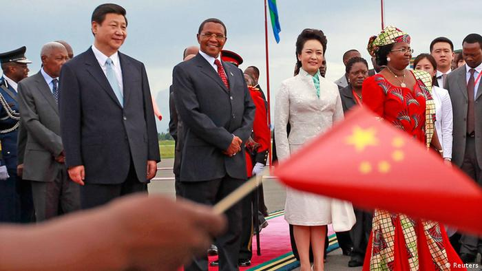 China's President Xi Jinping (front L) and First Lady Peng Liyuan take part in a welcoming ceremony upon their arrival at Julius Nyerere International Airport with his Tanzanian counterpart Jakaya Kikwete (front 2nd L) and First Lady Salma Kikwete (front R) in Dar es Salaam, March 24, 2013. Xi faces growing calls from policymakers and economists in Africa for a more balanced trade relationship between the continent and China as he arrives in Tanzania at the beginning of an African tour on Sunday. REUTERS/Thomas Mukoya (TANZANIA - Tags: BUSINESS POLITICS)