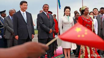China's President Xi Jinping (front L) and First Lady Peng Liyuan take part in a welcoming ceremony upon their arrival at Julius Nyerere International Airport with his Tanzanian counterpart Jakaya Kikwete (front 2nd L) and First Lady Salma Kikwete (front R) in Dar es Salaam, March 24, 2013. (Photo: REUTERS/Thomas Mukoya)