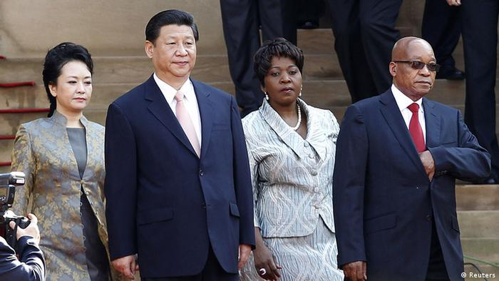 South Africa's President Jacob Zuma (R) welcomes China's President Xi Jinping for a working visit to South Africa, in Pretoria March 26, 2013.