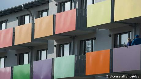 Students on the balconies of a dorm Photo:Stefan Sauer/dpa