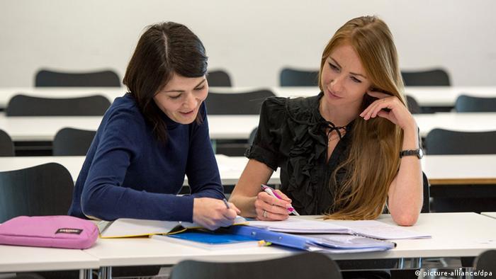 Учеба работа девушка в россии нет работы для моделей