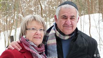 Yuval Doron (right) with parliamentarian Petra Merkel (Photo: DW)