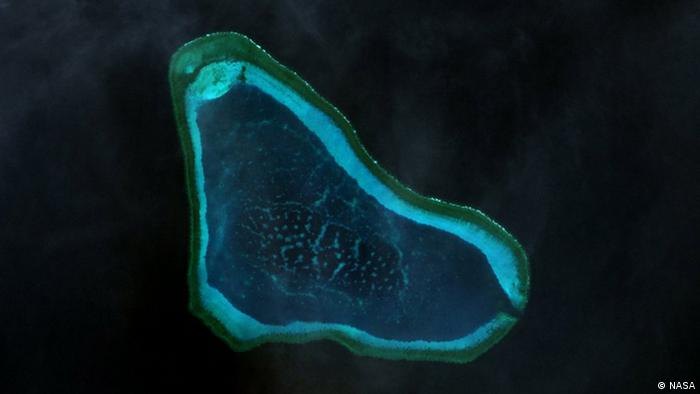 Landsat-7- picture of the Scarborough Reef Quelle: Wikimedia commons http://www.oceandots.com/pacific/scarborough/scarborough2.php