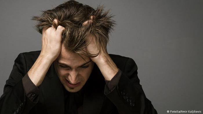 Мужчина, у которого болит голова
