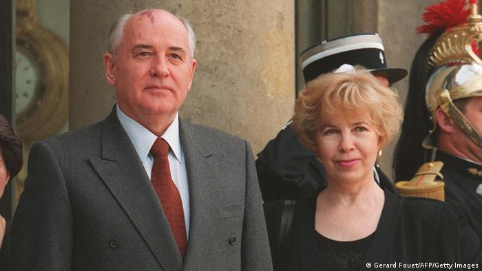 Михаил и Раиса Горбачови през 1994 година в Париж