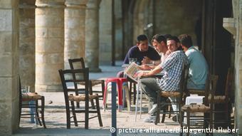 Καφενείο στο μεσαιωνικό πανδοχείο Μπουγιούκ Χαν στο βόρειο τμήμα της Λευκωσίας
