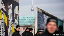Berlin East Side Gallery Mauer Abriss Protest Polizei Media Spree Gentrifizierung