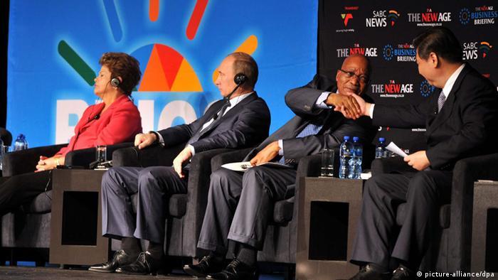Presidentes Dilma Rousseff, Jacob Zuma (África do Sul), Vladimir Putin (Rússia) e Xi Jinping (China) durante o último encontro, em São Petersburgo