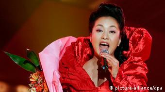 China Präsidentenfrau Peng Liyuan als Sängerin