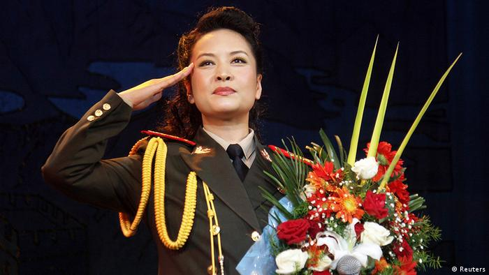 China Präsidentenfrau Peng Liyuan in Uniform