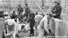 Berliner Mauer Reparatur Archivbild 26.05.1962