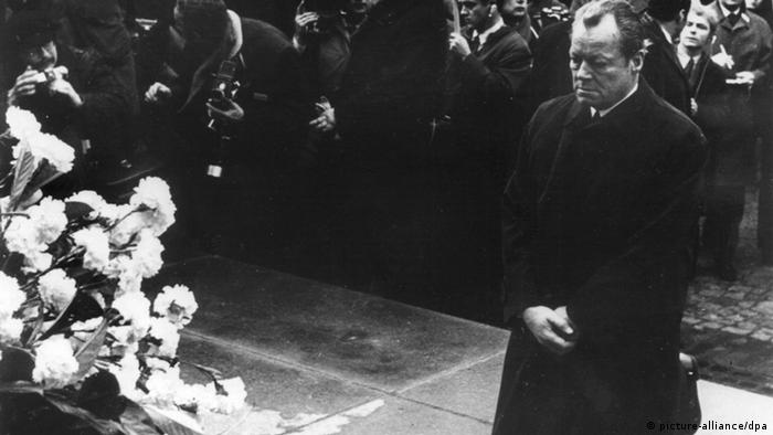 Обществените промени водят и до смяна на властта. Вили Бранд става първият канцлер-социалдемократ в историята на Германия. Снимките на коленичилия Бранд пред мемориала за жертвите от Варшавското гето, където той моли за прошка, обикалят света. Бранд развива и т.нар. Източна политика на Германия, която води до разведряване в отношенията. През 1971 е удостоен с Нобелова награда за мир.