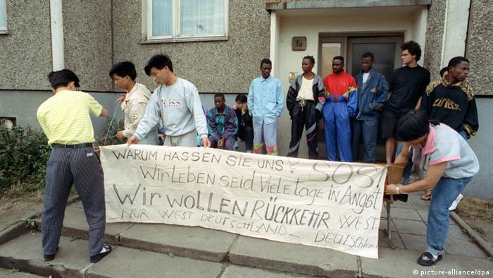 Asylbewerber demonstrieren in Hoyerswerda 1991 - Foto: Thomas Lehmann