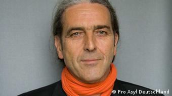 Ein Portrait von Karl Kopp, Sprecher bei dem Flüchtlingshilfswerk Pro Asyl in Frankfurt. (Foto: Pro Asyl Deutschland)