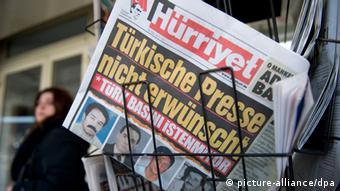 The cover of German-Turkish paper Hürriyet (c) Daniel Naupold/dpa