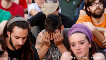 Young demonstrators in Spain (photo: EPA EPA/Javier Lizon +++(c) dpa - Bildfunk)