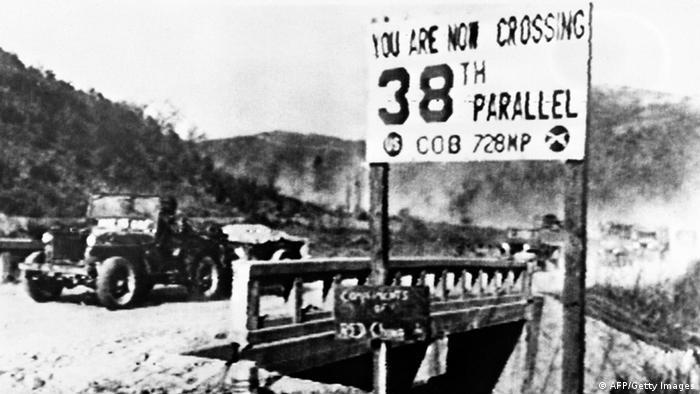 Korea Krieg 1950 Jeep an der 38. Parallele