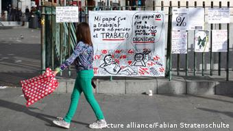Protestplakate in Madrid (Foto: picture alliance)
