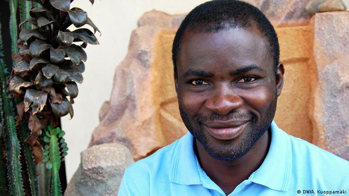 """Nana Yaw Ayensu leitet den Radiosender Nkwa FM, einer von neun Partnersendern, die an """"Our Radio!"""" teilnehmen, einem zweijährigen Kooperationsprojekt von DW Akademie, Deutsche Gesellschaft für Internationale Zusammenarbeit (GIZ) und Ghana Independent Broadcasters Association (GIBA). Das Projekt unterstützt die Sender durch Hörerforschung, Trainings für Journalisten und Manager sowie Beratung vor Ort (Foto: DW Akademie/Aarni Kuoppamäki)."""