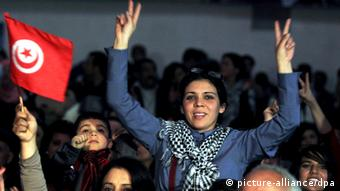A Tunisian woman flashes the victory (photo: EPA/MOHAMED MESSARA)