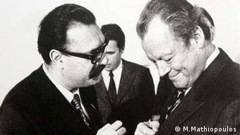 Ο δημοσιογράφος της DW Βάσος Μαθιόπουλος με τον Βίλι Μπραντ