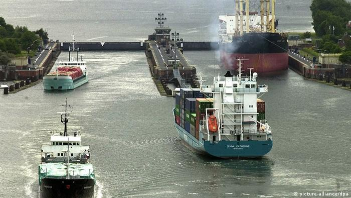 Nord-Ostsee-Kanal Schleuse Schiffe