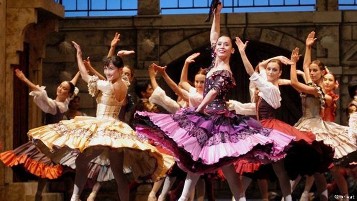 Rosa Romero Torres, Leiterin von Dance Academy Wiesbaden, bei einem früheren Auftritt (Ort und Aufnahmedatum nicht bekannt). Sie kommt aus Mexico und war Balletttänzerin. Copyright: privat