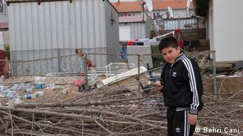 8-year-old Adnan would rather be in Germany Die DW darf diese von mir Bahri Cani gemachte Bilder, ohne Einschränkungen benutzen. Zulieferer: Bahri Cani