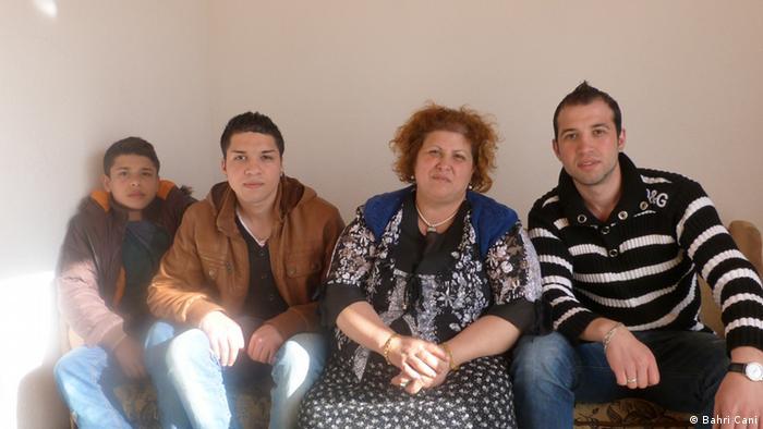Photo of the Osmani family in h Kosovo. Die DW darf diese von mir Bahri Cani gemachte Bilder, ohne Einschränkungen benutzen. Zulieferer: Bahri Cani