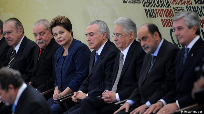 Sarney, Lula, Dilma, Temer, FHC e Collor na cerimônia de inauguração da Comissão Nacional da Verdade, em 2012