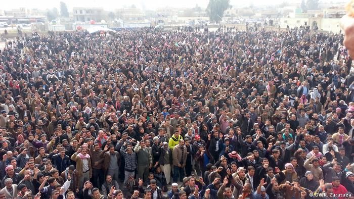 Protesters in Iraq Copyright: DW/K. Zurutuza