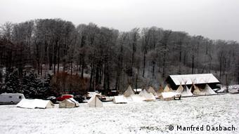 Indianerzelte in verschneiter Landschaft (Foto: Manfred Dasbach)