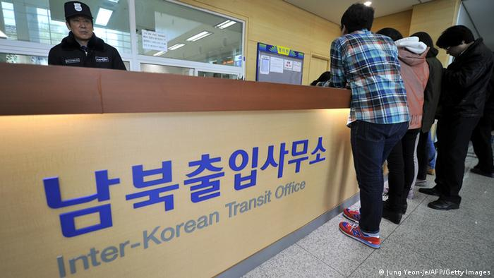South Koreans stand in front of an information desk of the inter-Korean transit office in Paju after North Korea banned access to the Kaesong joint industrial park in North Korea, on April 3, 2013. Photo: JUNG YEON-JE/AFP/Getty Images