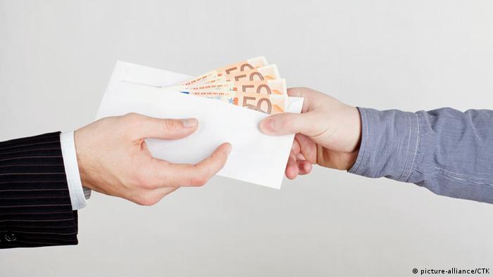 Корупція у вишах: студенти скаржаться, але хабарі дають