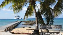 Deutsches Kreuzfahrtschiff AIDALuna auf Reede vor Grand Cayman, eine der Kaimaninseln, Aufgenommen von Spotts Cruise Landing in der Shamrock Road am 11.12.2010. Foto: Daniel Gammert