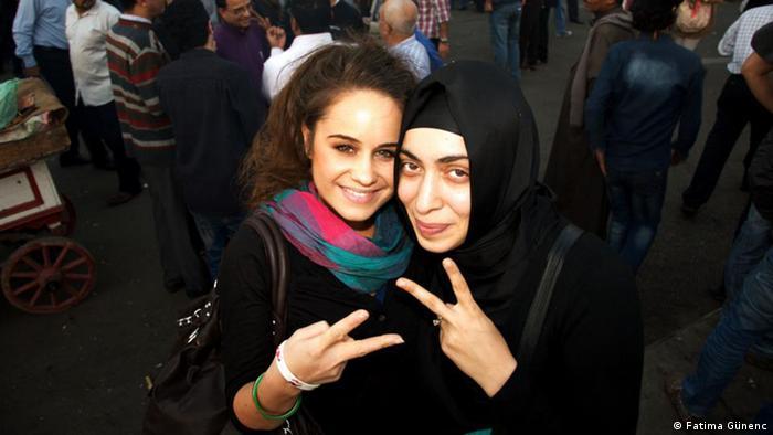 Die zwei Islamwissenschaftlerinnen Fatima Günenc und Joceline Berger in Kairo. Foto: Fatima Günenc, Bild aus dem Privatarchiv, Undatierte Aufnahme, Eingestellt 04.04.2013