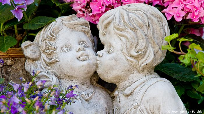 'Kiss on the Cheek' by, Jürgen Fälchle - Fotolia 43578997
