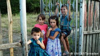 Romanian children (photo: UNICEF/Tarneden)