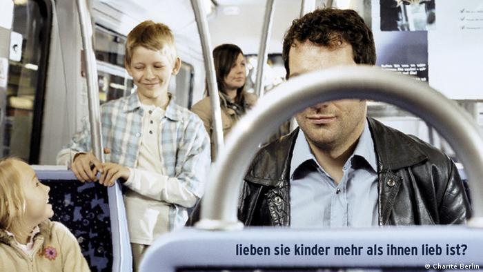 Symbolbild Kinderpornographie: Kamagne der Charité Berlin gegen Kinderpornographie: Lieben Sie Kinder mehr als Ihnen lieb ist?