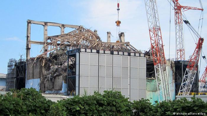 epa03650470 (FILE) A handout file photograph taken on 05 September 2012 and released by the Tokyo Electric Power Co. (TEPCO) on 10 September 2012 shows the No. 3 reactor building at Fukushima Daiichi nuclear power plant in Fukushima prefecture, northeastern Japan. The cooling system for the spent fuel storage at one of the reactors of Japan's stricken Fukushima Daiichi Nuclear Power Plant stopped working 05 April 2013, a news report said. An alarm went off at 2:27 pm (0527 GMT) indicating a problem with electrical equipment in reactor number 3, Kyodo News agency quoted the Nuclear Regulation Authority as saying. EPA/TEPCO / HANDOUT HANDOUT EDITORIAL USE ONLY/NO SALES