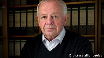 O promotor Kurt Schrimm, do Escritório Central da Administração da Justiça Estadual para a Investigação de Crimes do Nacional-Socialismo .