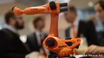An industrial robot on display in Hanover (c) Deutsche Messe AG