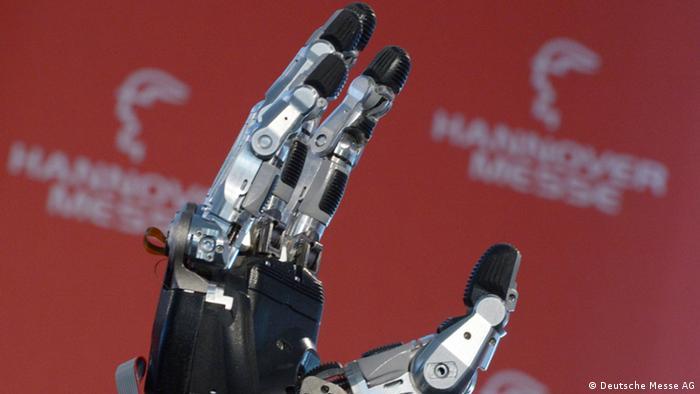 The hand of an industrial robot (c) Deutsche Messe AG